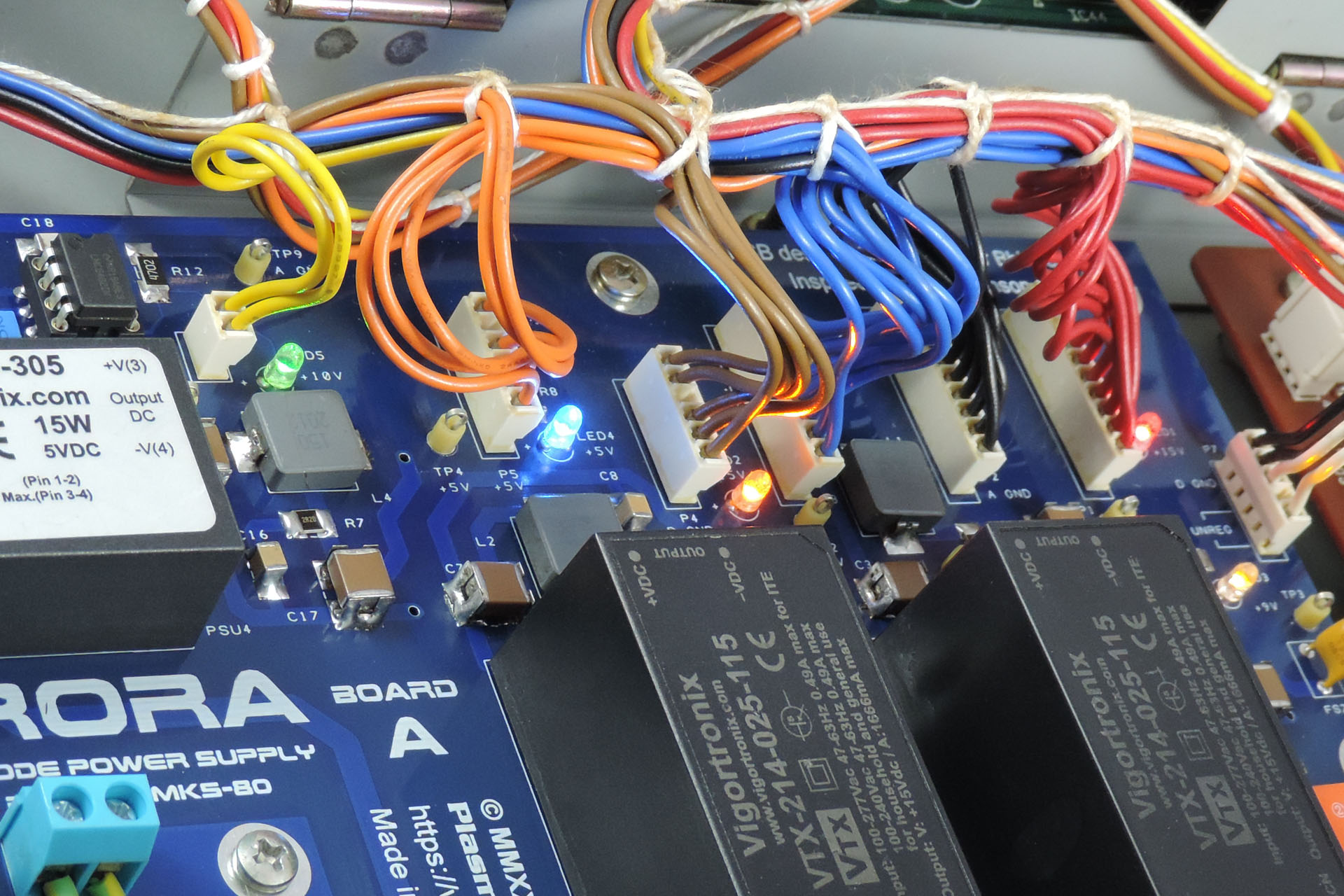 Individual power rail status indicators on Aurora switched-mode power supply for the Roland MKS-80