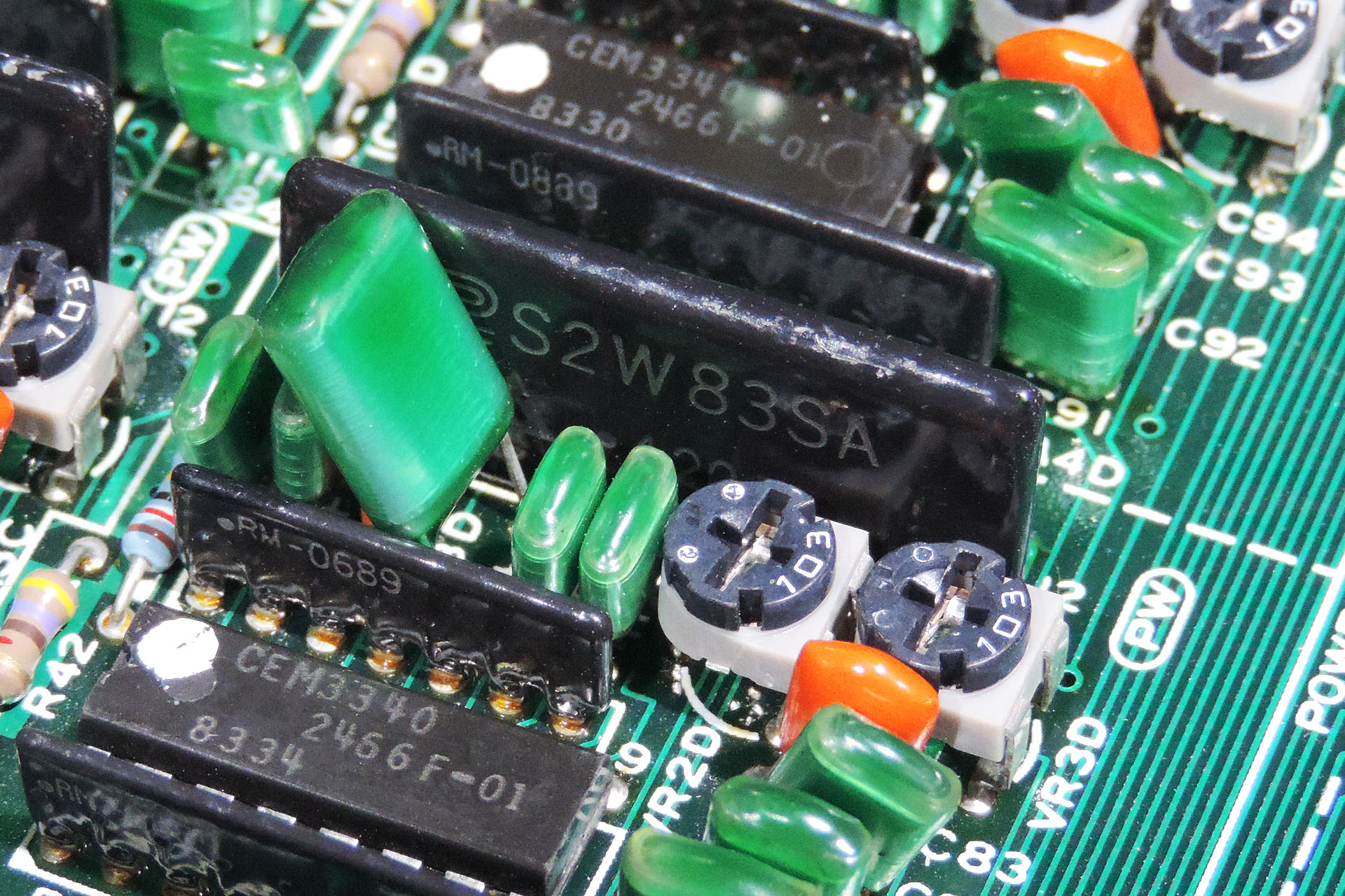 The famous CEM3340 and Roland EHM-S226W83S partnership in the MKS-80 Rev 4