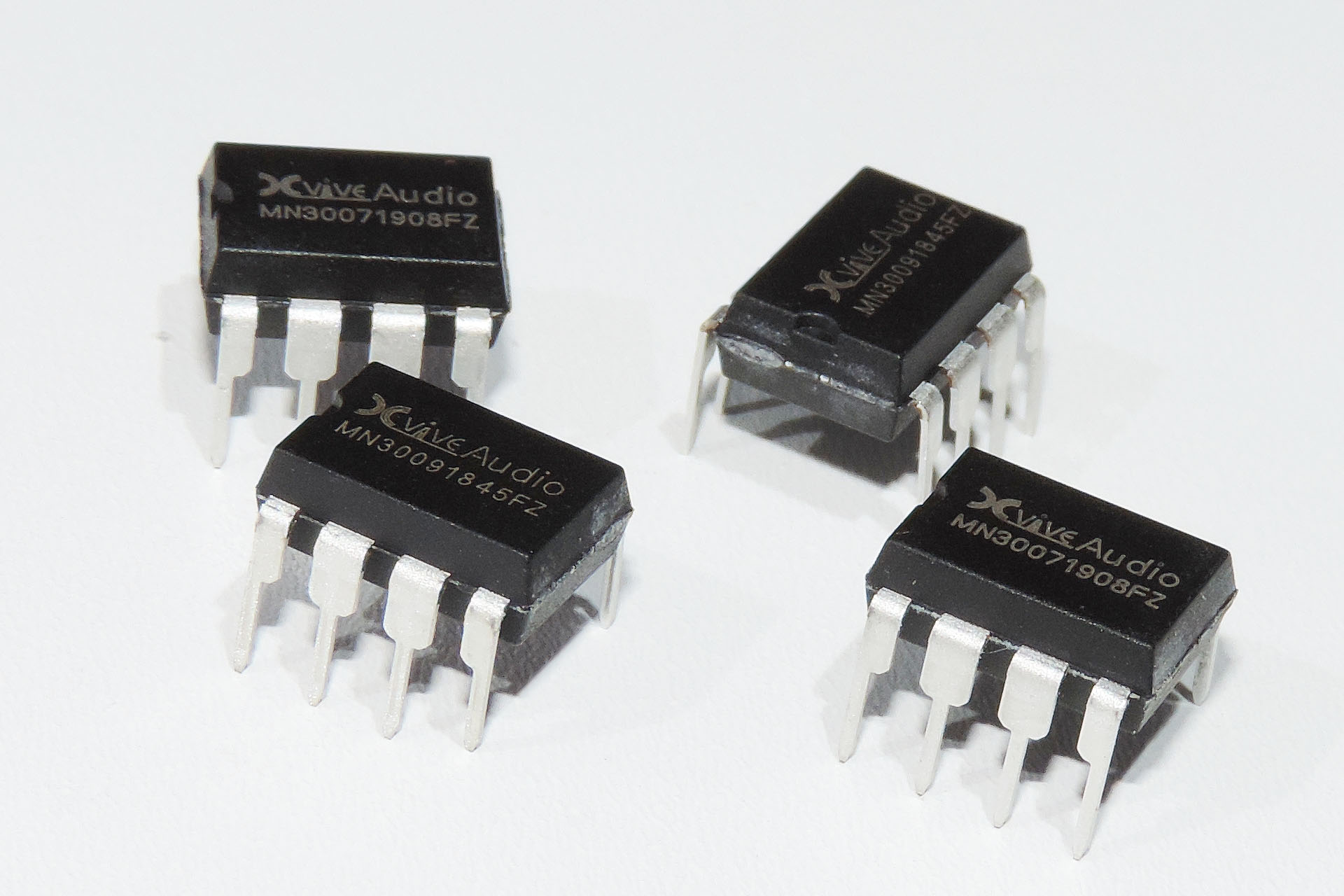 Xvive MN3007 and MN3009 bucket brigade delay-lines