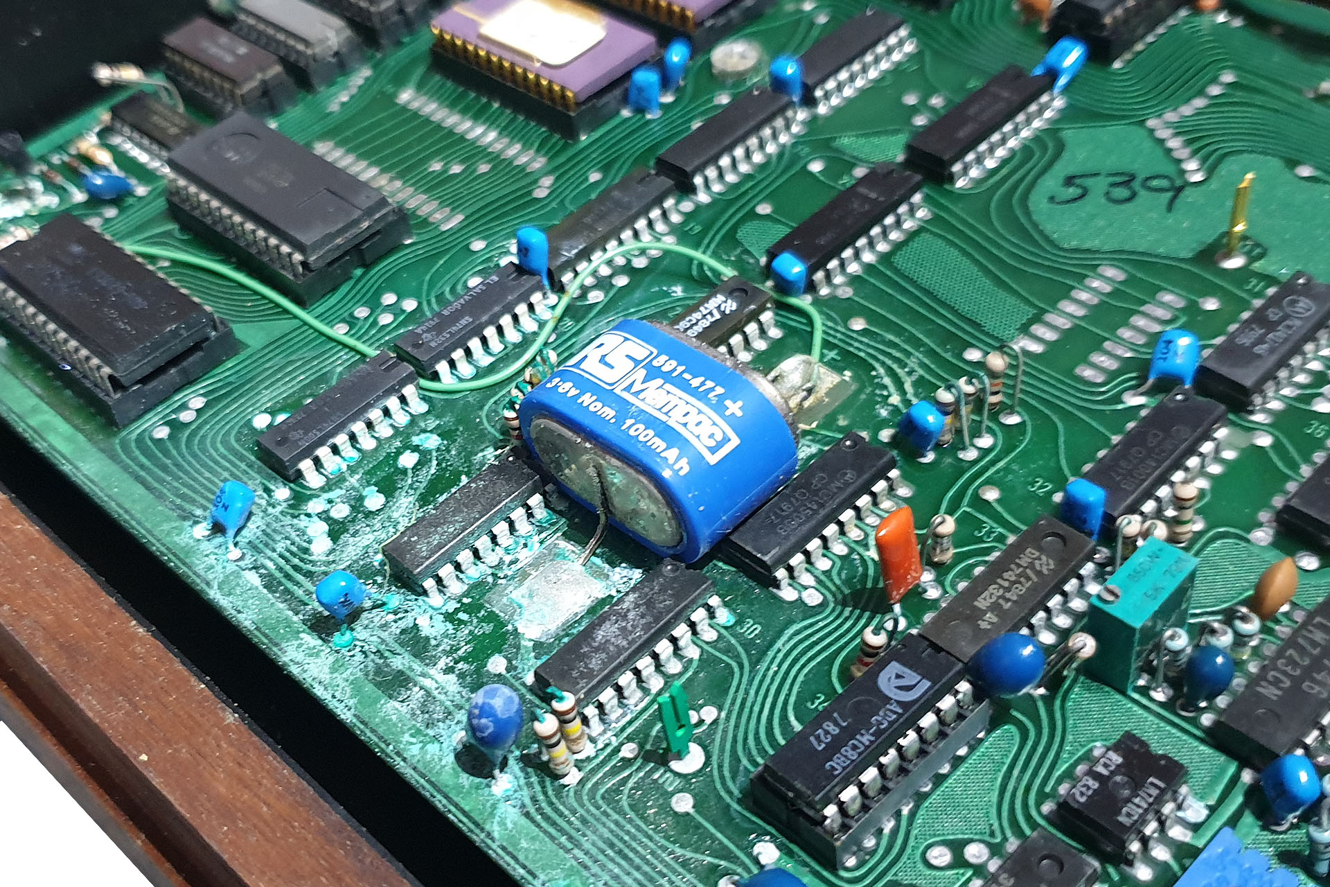 Battery Acid Damage in Prophet 5 2 (2020.12.16)