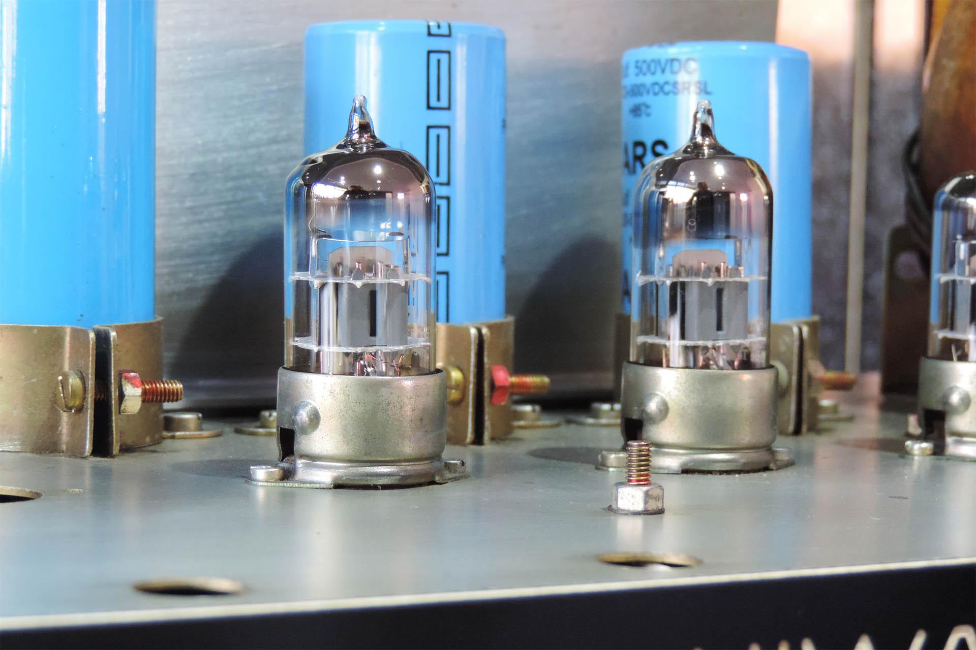 Pre-amp valves in Hiwatt DR103
