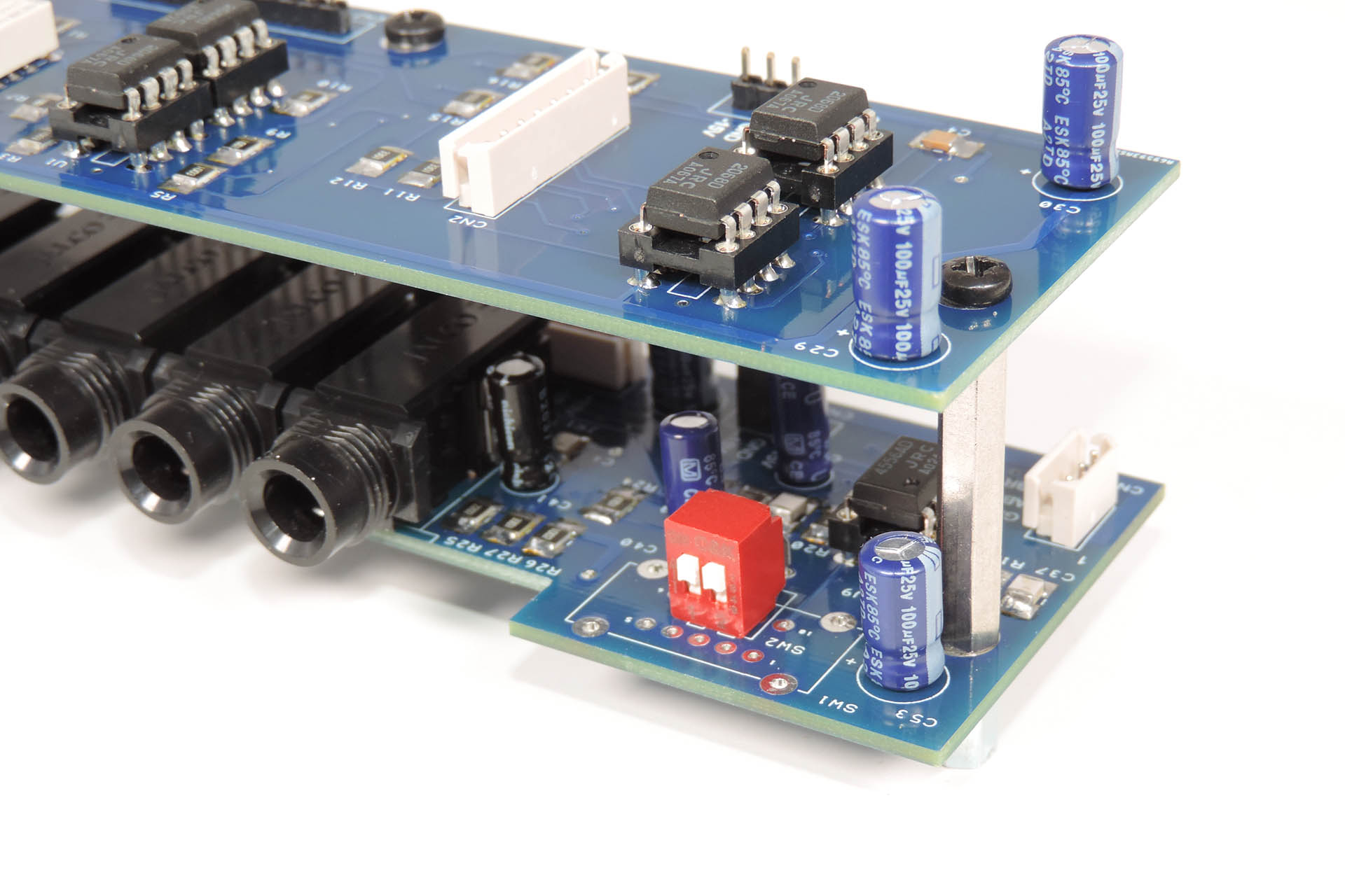 Nebula balanced output jack-board for ther Roland MKS-70 is available as DS or DIP switch version.